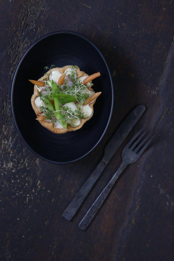 Gryder, pander og gode venner - Tarteletter med stuvet sommergrønt - Mikkel Laursen - 2016 © Montgomery www.montgomery.dk